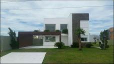 Casa em condomínioVenda em Xangrilá no bairro Rainha do Mar